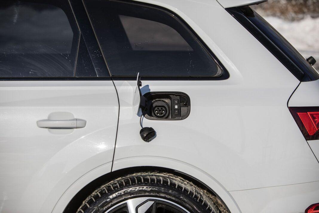 Audi Q7 60 TFSI e quattro (2021) - test - gniazdo ładowania