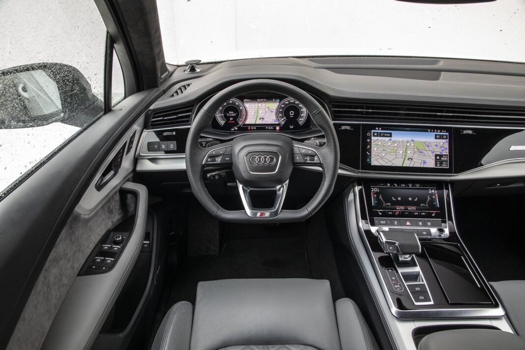 Audi Q7 60 TFSI e quattro (2021) - test - deska rozdzielcza/kokpit