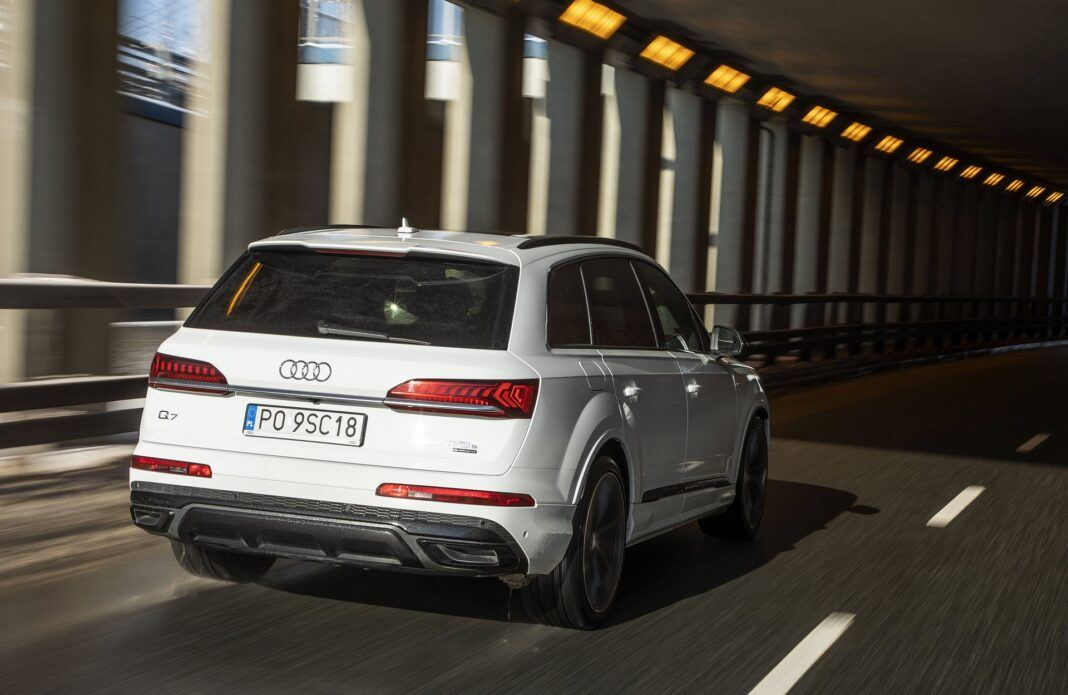 Audi Q7 60 TFSI e quattro tył 01