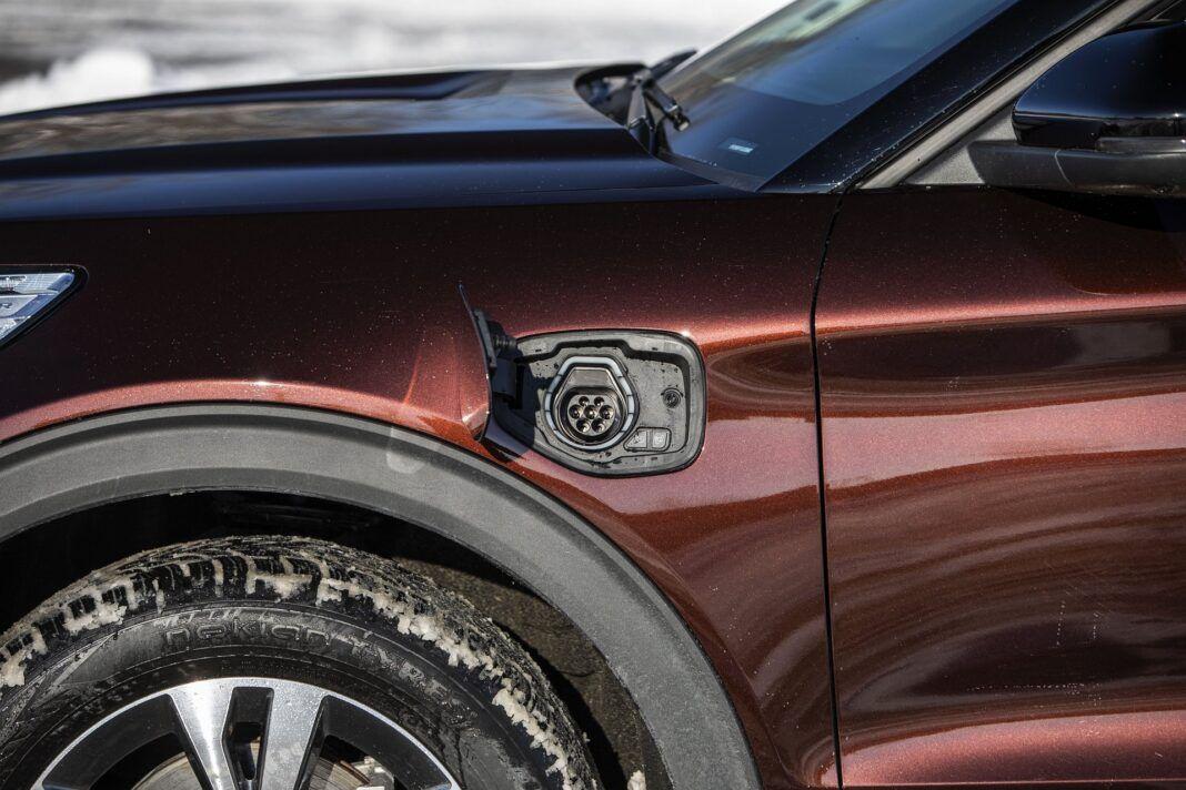 Ford Explorer Plug-In Hybrid (2021) - test - gniazdo ładowania