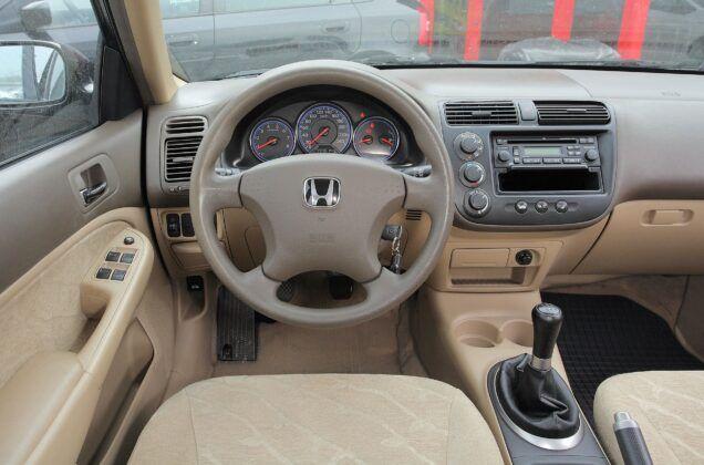 Honda Civic VII sedan kokpit