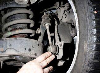 Łączniki stabilizatora. Po co są w samochodzie? Jakie są objawy awarii?
