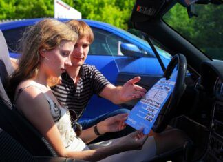 Jawność danych na aukcjach używanych aut - raport autoDNA