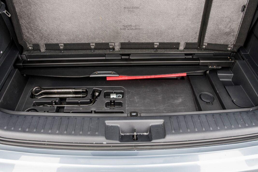 Toyota Highlander 2.5 Hybrid - pod dnem bagażnika