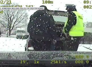 Kierowca przewoził pasażera w bagażniku. Zobacz wideo
