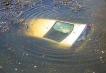 Volkswagen passat w rzece