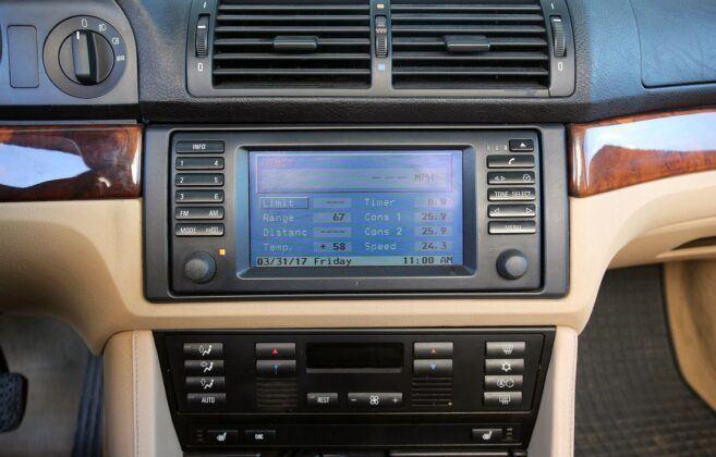BMW serii 5 E39 wyświetlacz