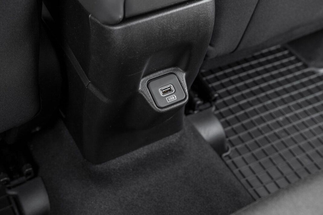 Fiat Tipo Cross - USB z tyłu