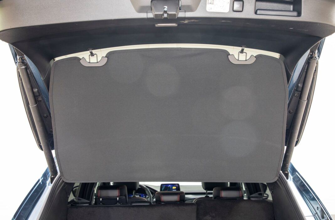 Ford Kuga - zasłona bagażnika