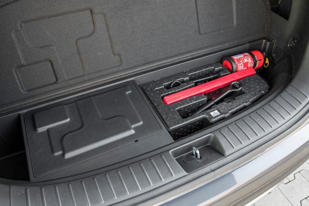 Hyundai Santa Fe - schowek pod bagażnikiem