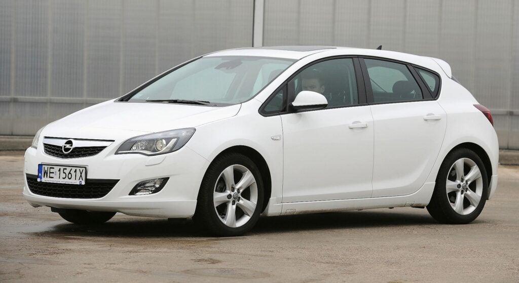 Opel Astra J (2)