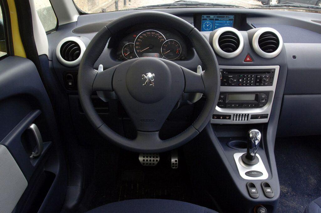 Peugeot 1007 deska rozdzielcza