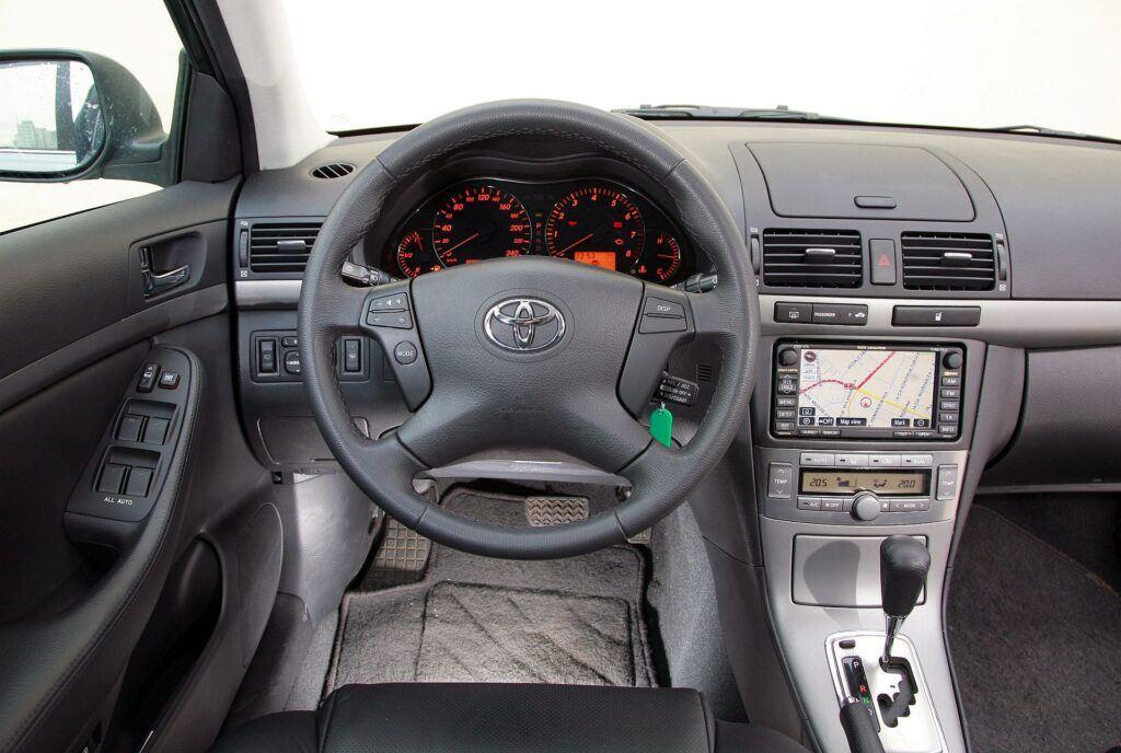 Toyota Avensis II deska rozdzielcza
