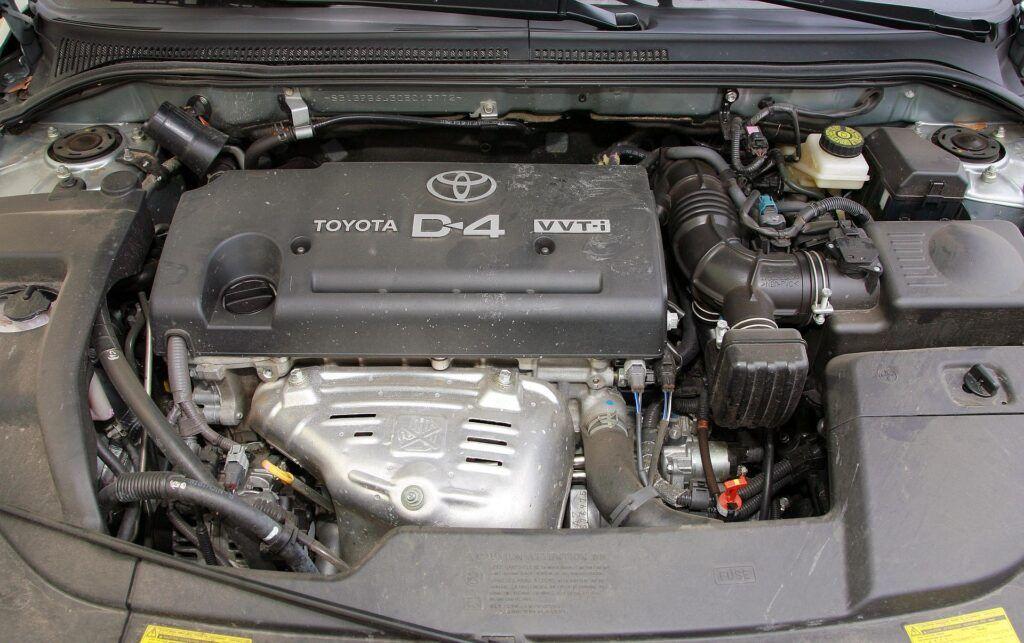 Toyota Avensis II silnik