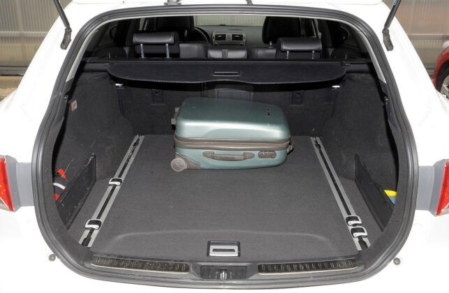 Toyota Avensis III bagażnik