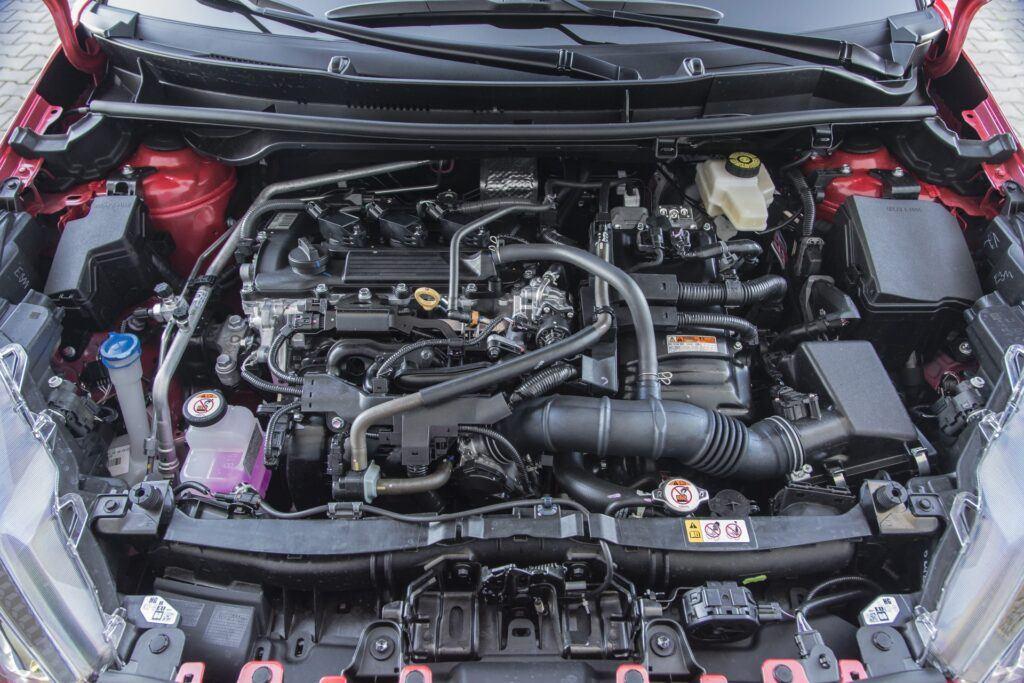 Toyota Yaris hybrid - silnik