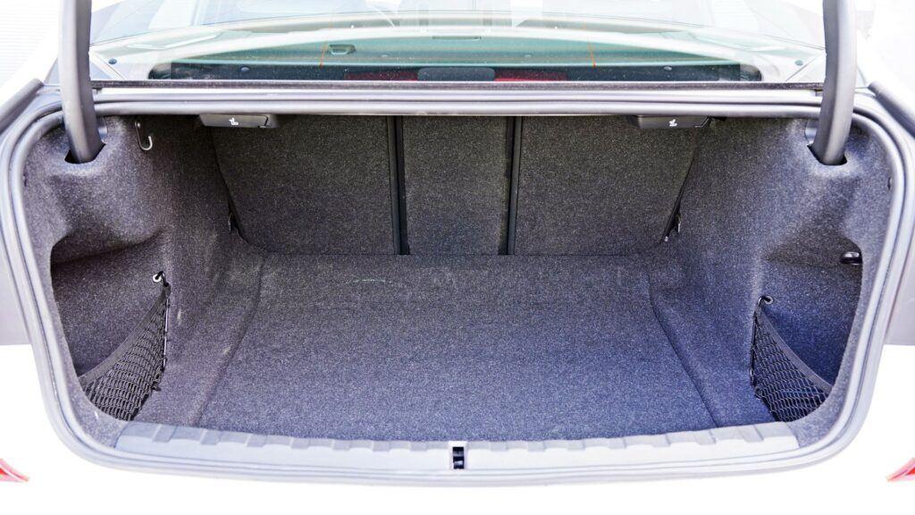 BMW serii 3 Limuzyna - bagażnik