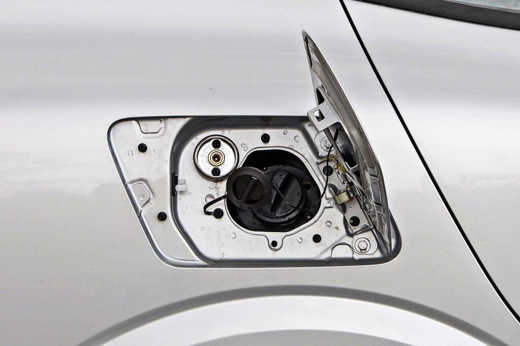 Dacia Logan - wlew paliwa