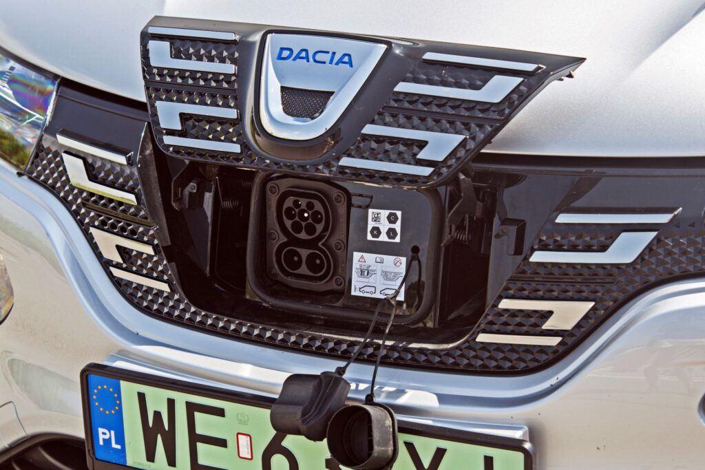 Dacia Spring - gniazdo ładowania