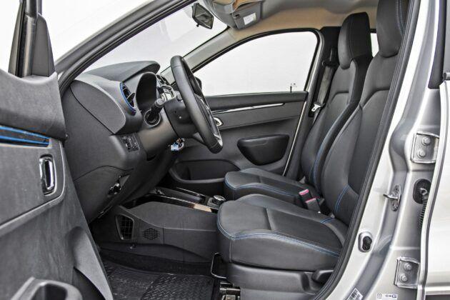 Dacia Spring - fotele przednie