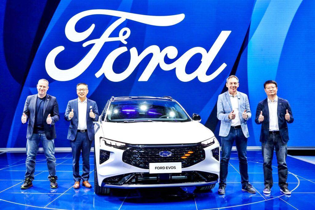 Ford Evos - przód, prezentacja w Szanghaju