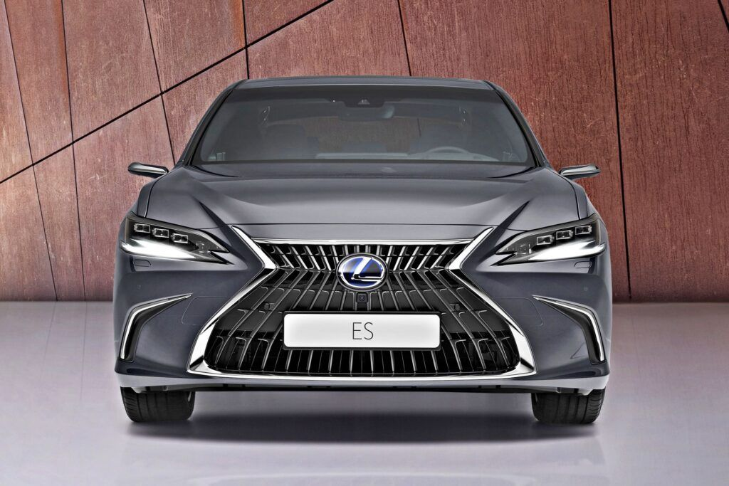 Lexus ES - przód