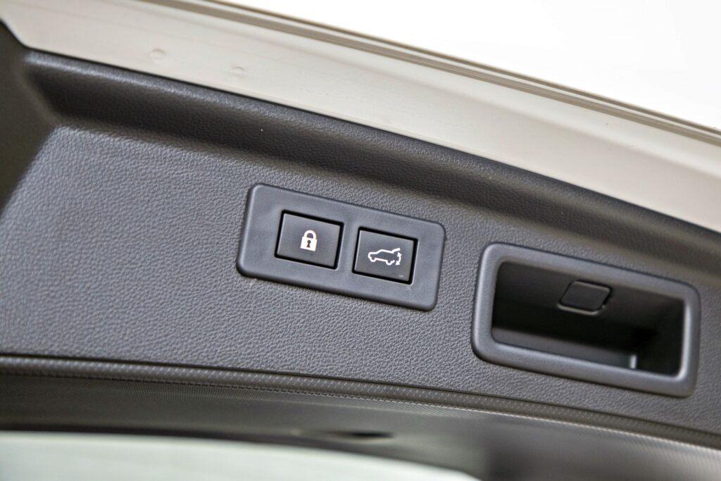 Subaru Forester - elektrycznie sterowana pokrywa bagażnika