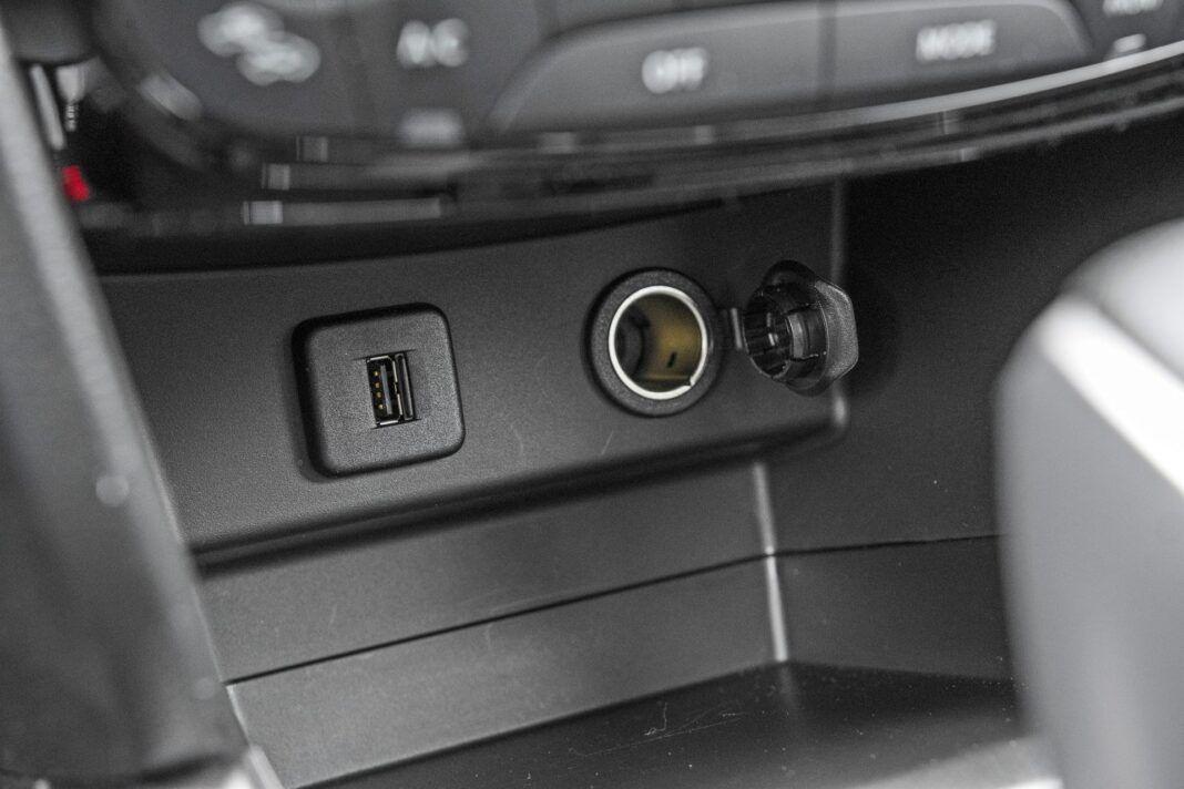 Suzuki Vitara - półka