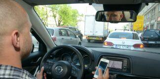 telefon w samochodzie