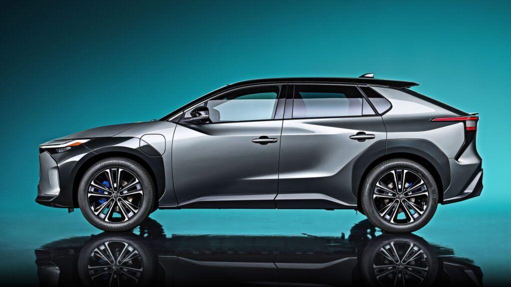 Toyota bZ4X Concept- bok