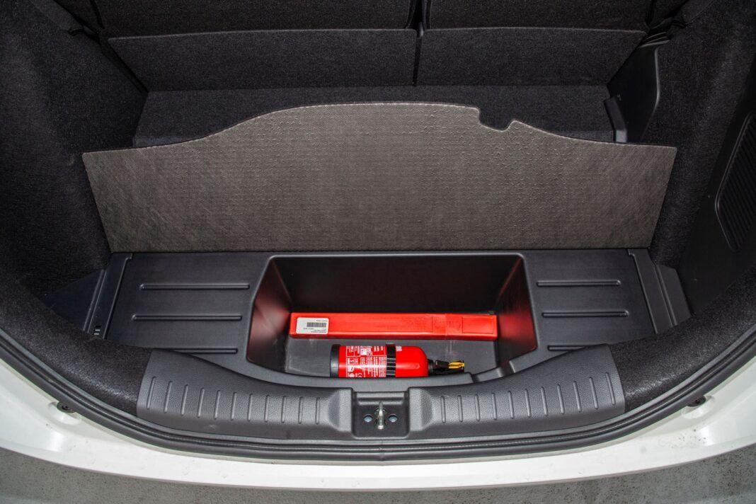 Honda Jazz - schowek pod bagażnikiem