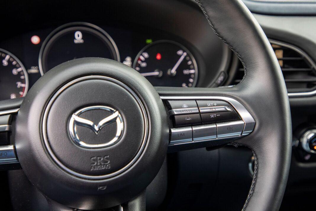 Mazda CX-30 - aktywny tempomat