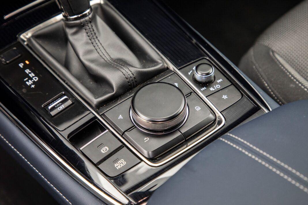 Mazda CX-30 - obsługa ekranu