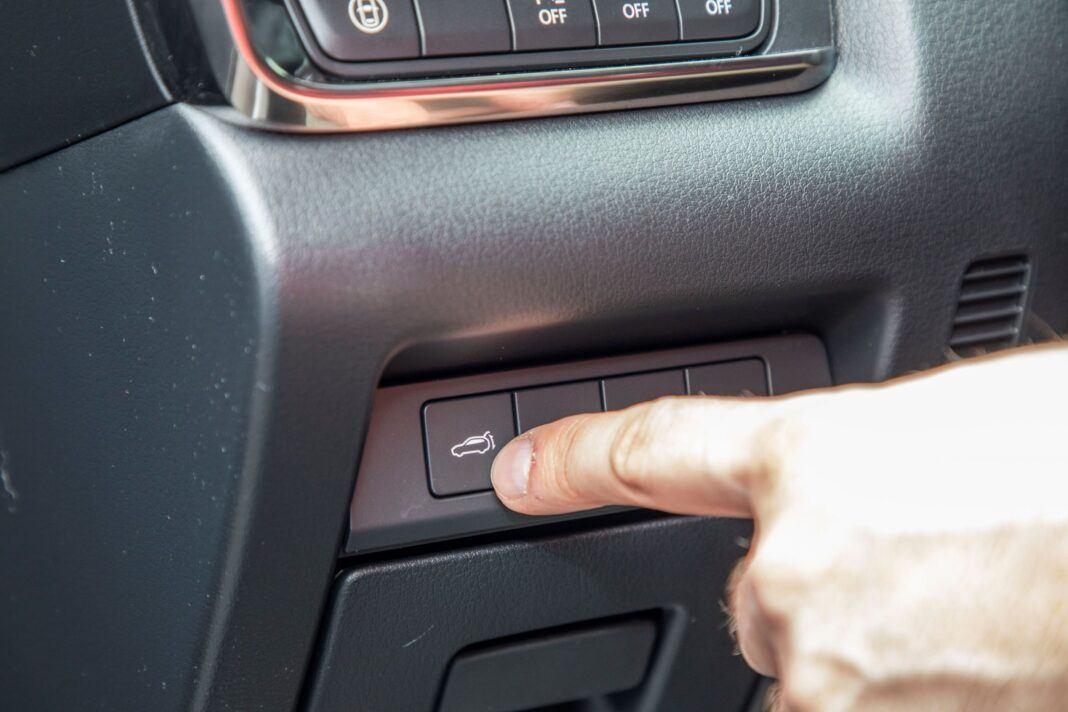 Mazda CX-30 - otwieranie bagażnika