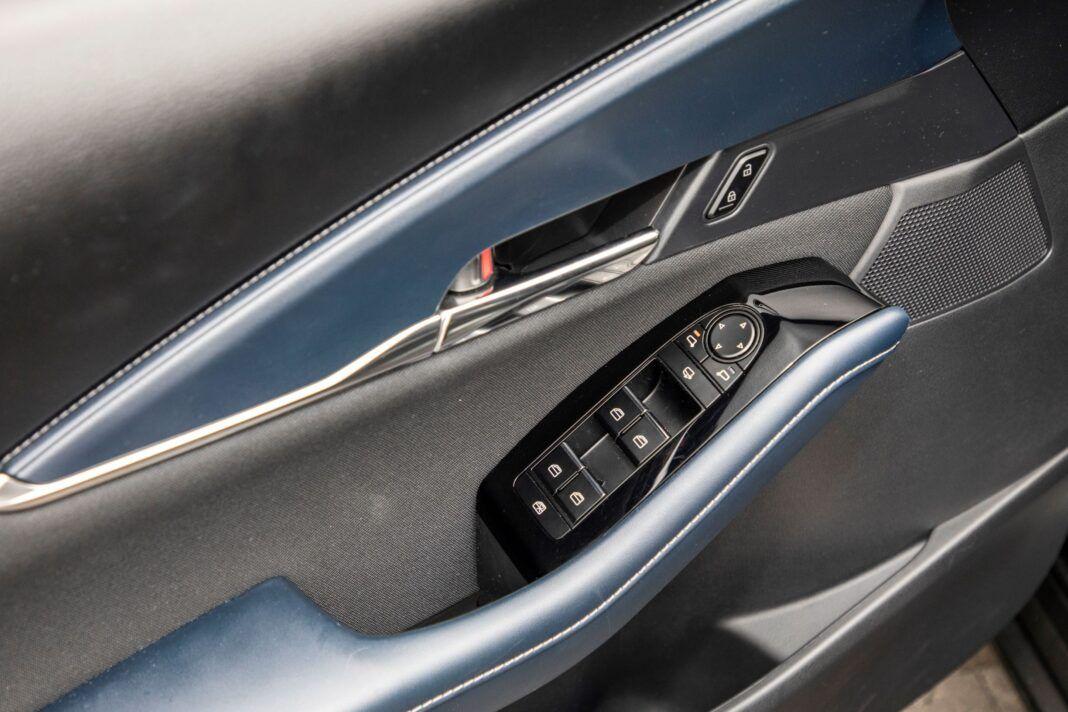 Mazda CX-30 - panel szyb