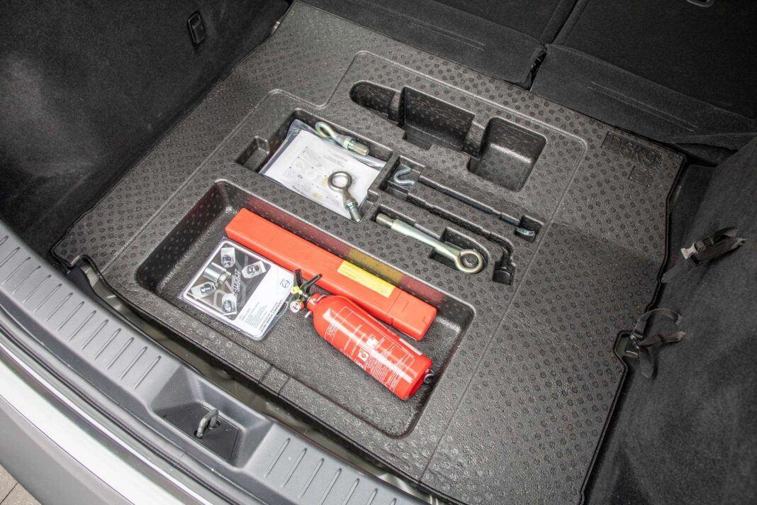 Mazda CX-30 - schowek pod bagażnikiem