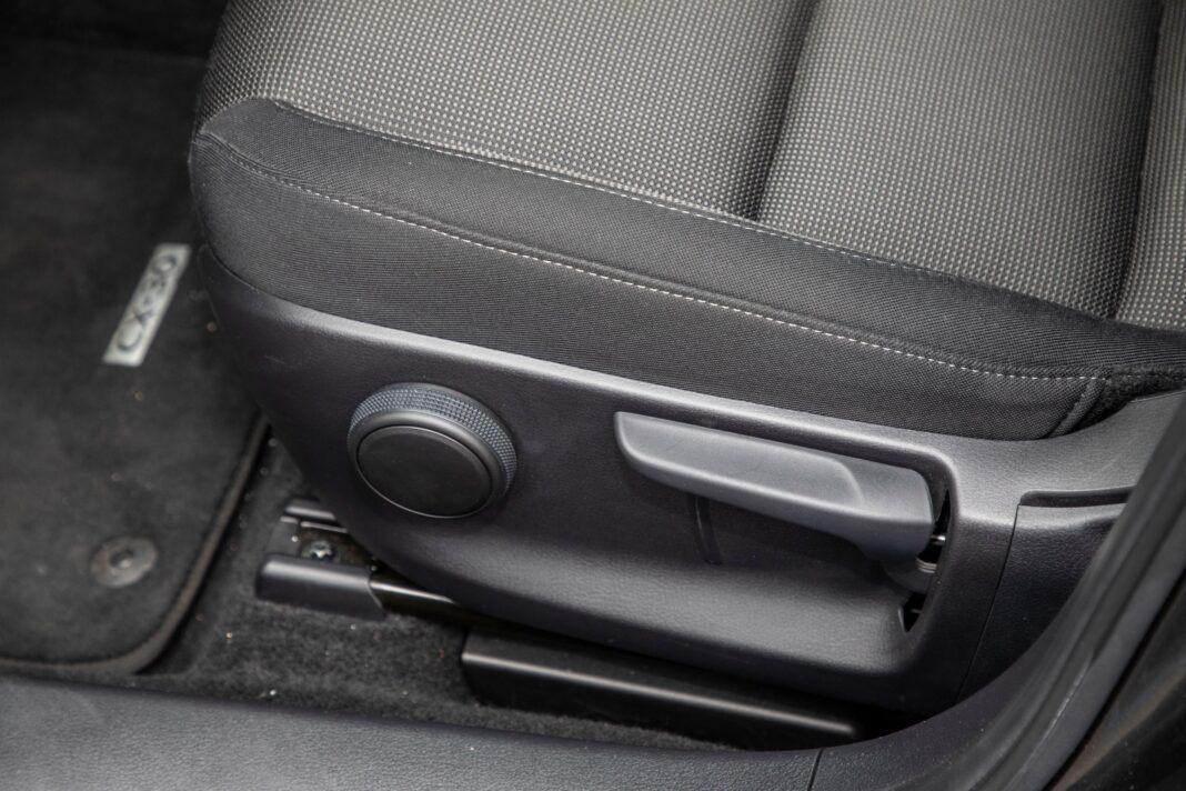 Mazda CX-30 - ustawianie fotela