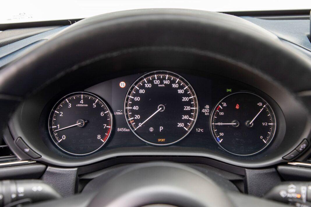 Mazda CX-30 - zegary