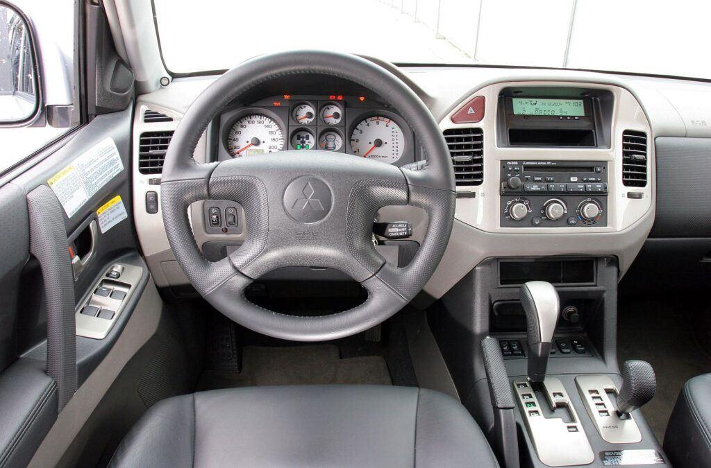 Mitsubishi Pajero III deska rozdzielcza