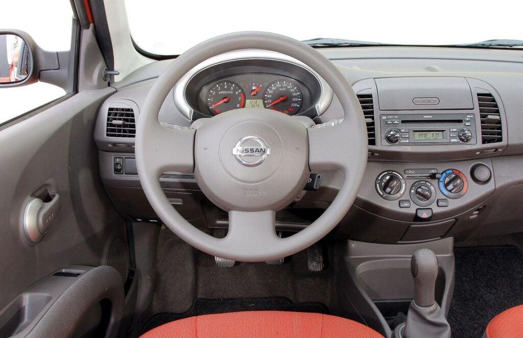 Nissan Micra K12 deska rozdzielcza