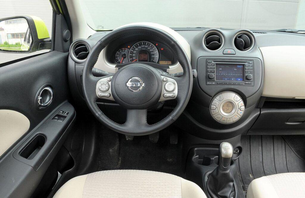 Nissan Micra K13 deska rozdzielcza