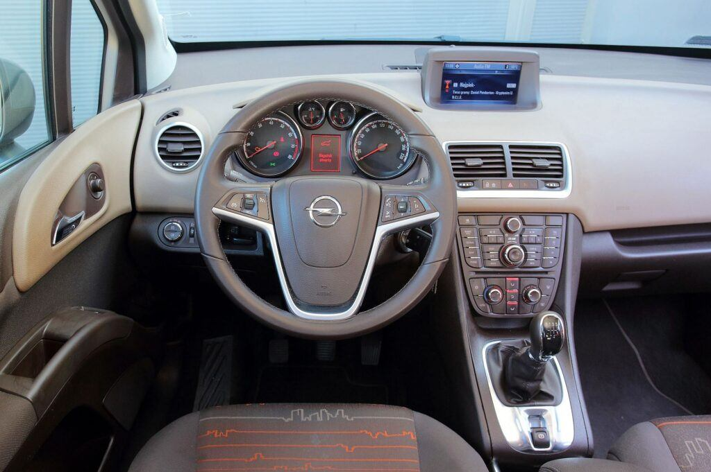 Opel Meriva B deska rozdzielcza