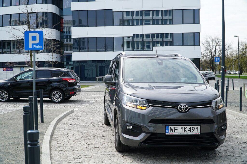 Sygnalizacja kierunkowskazem zamiaru parkowania tyłem