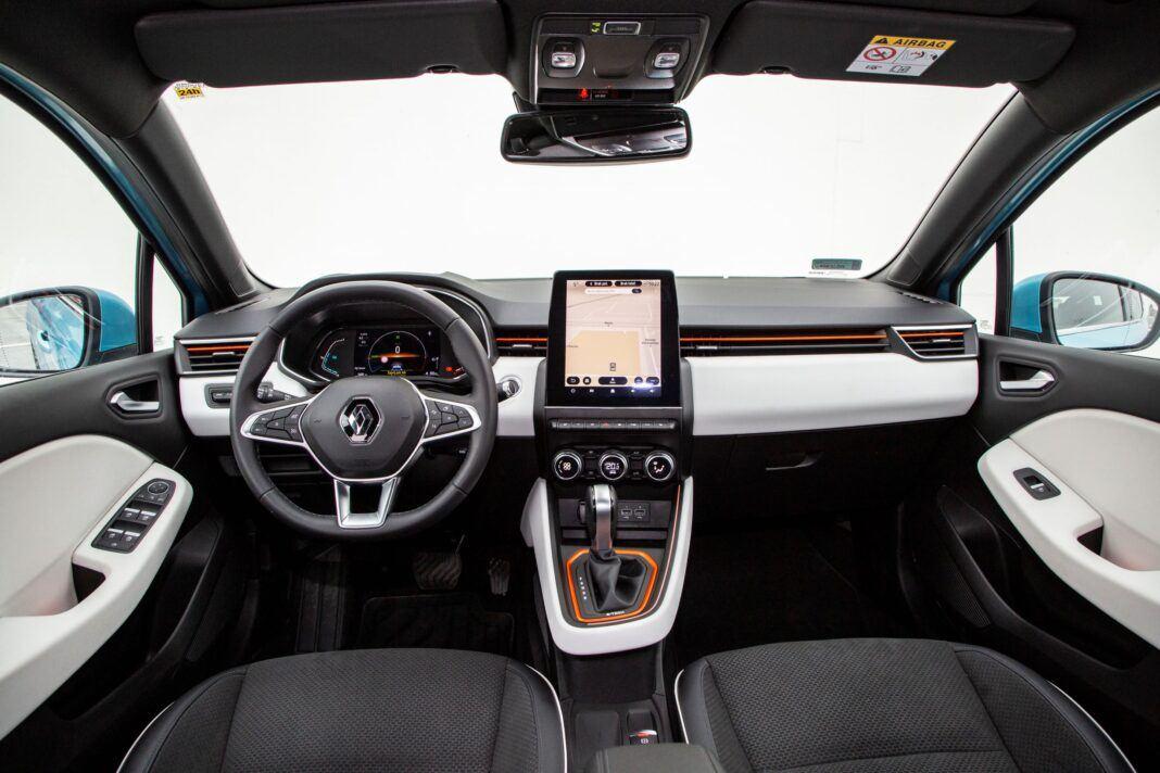Renault Clio - kokpit