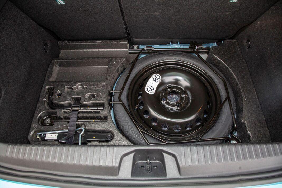 Renault Clio - schowek pod bagażnikiem