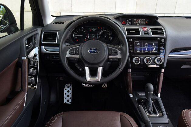 Subaru Forester IV deska rozdzielcza