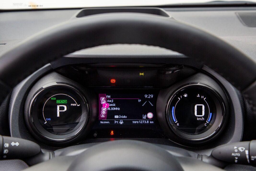 Toyota Yaris - zegary