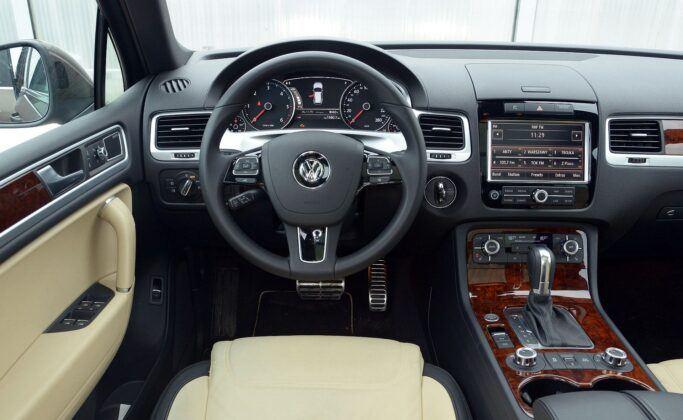 Volkswagen Touareg II deska rozdzielcza