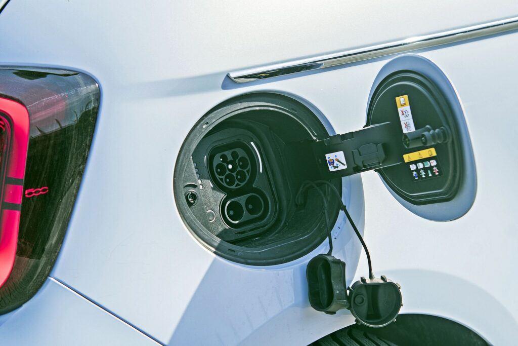 Fiat 500 - gniazdo ładowania