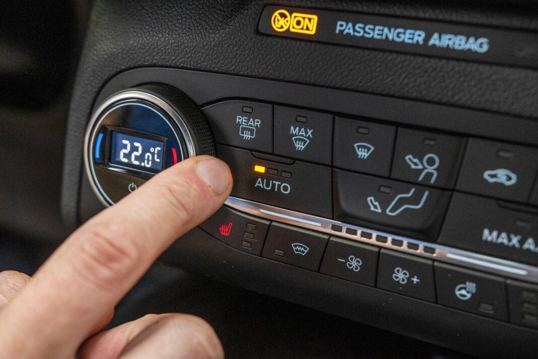 ford kuga plug-in hybrid 2021 test automatyczna klimatyzacja